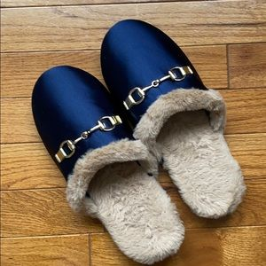 🤩BRAND NEW🤩Satin Slippers with fur